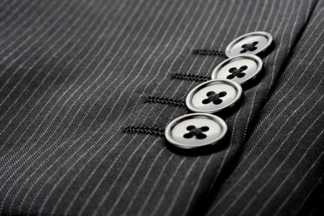 スーツ腕部分ボタン画像